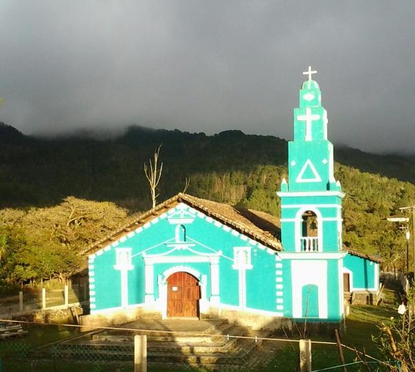 FACHADA ACTUAL DE LA IGLESIA CATÓLICA EN EL CENTRO DE SANTA CRUZ.